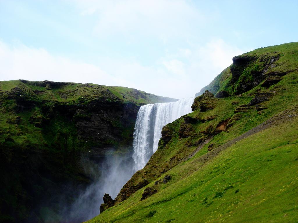 2300659969 b5aaf1cbe5 b Скогафосc самый знаменитый водопад Исландии