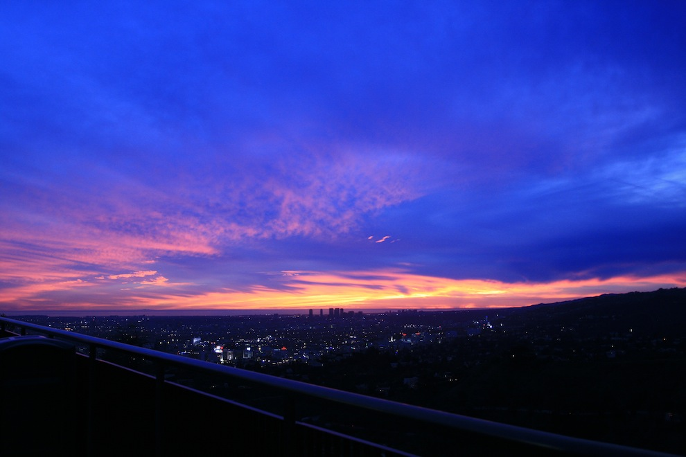 Sunsets 2537: Api di Langit