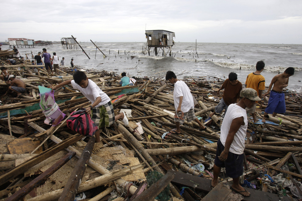 "Topan 33 ""Nesat"" di Filipina"