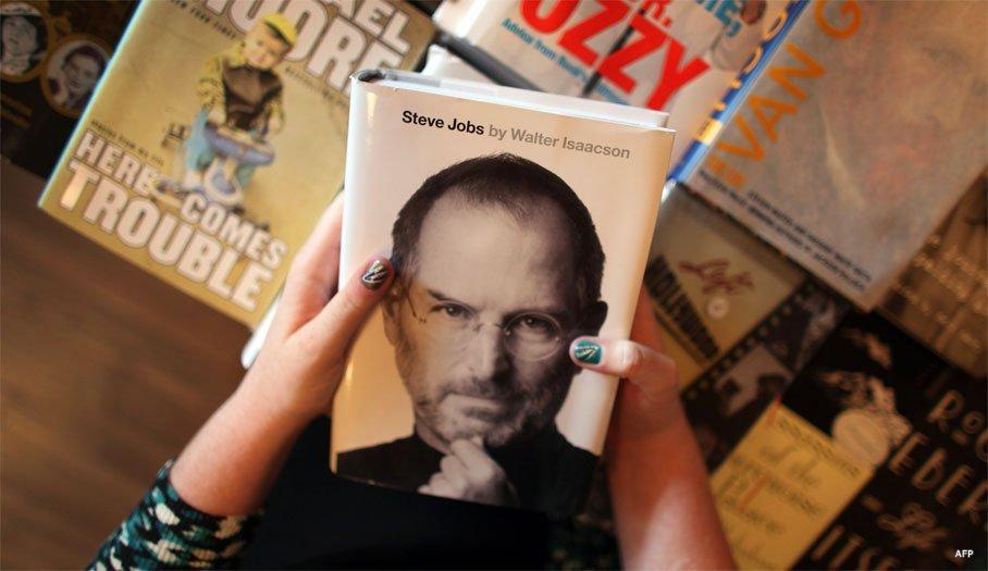 3423 41 Биография Стива Джобса моментально стала бестселлером