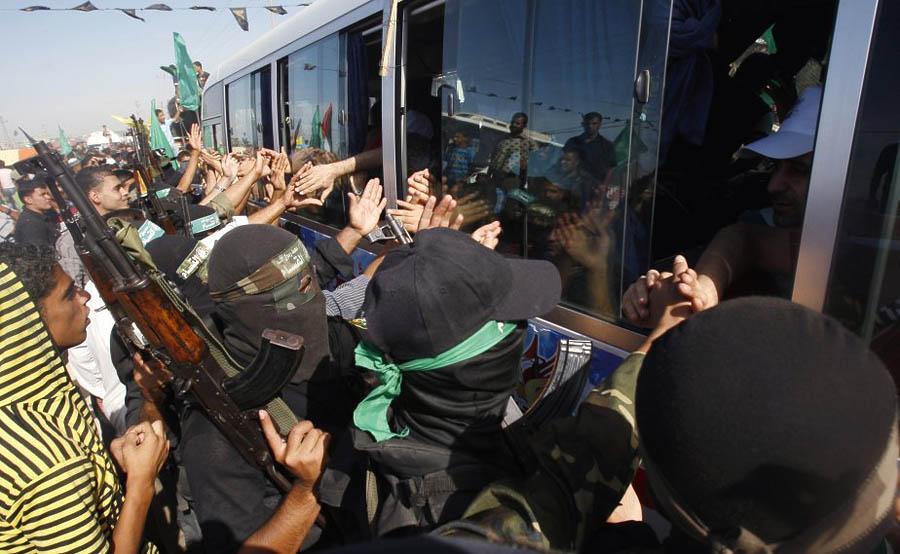 387 986 membres branche Armee Hamas accueillent Gilad Shalit dikembalikan ke rumah