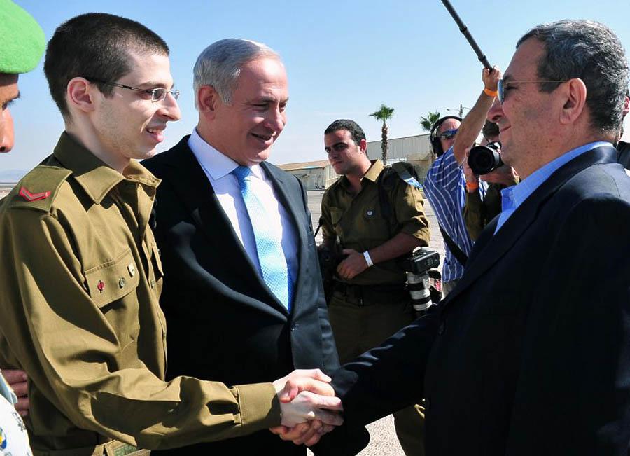 387 990 Soldat Shalit SERT utama ministre Gilad Shalit pulang ke rumah