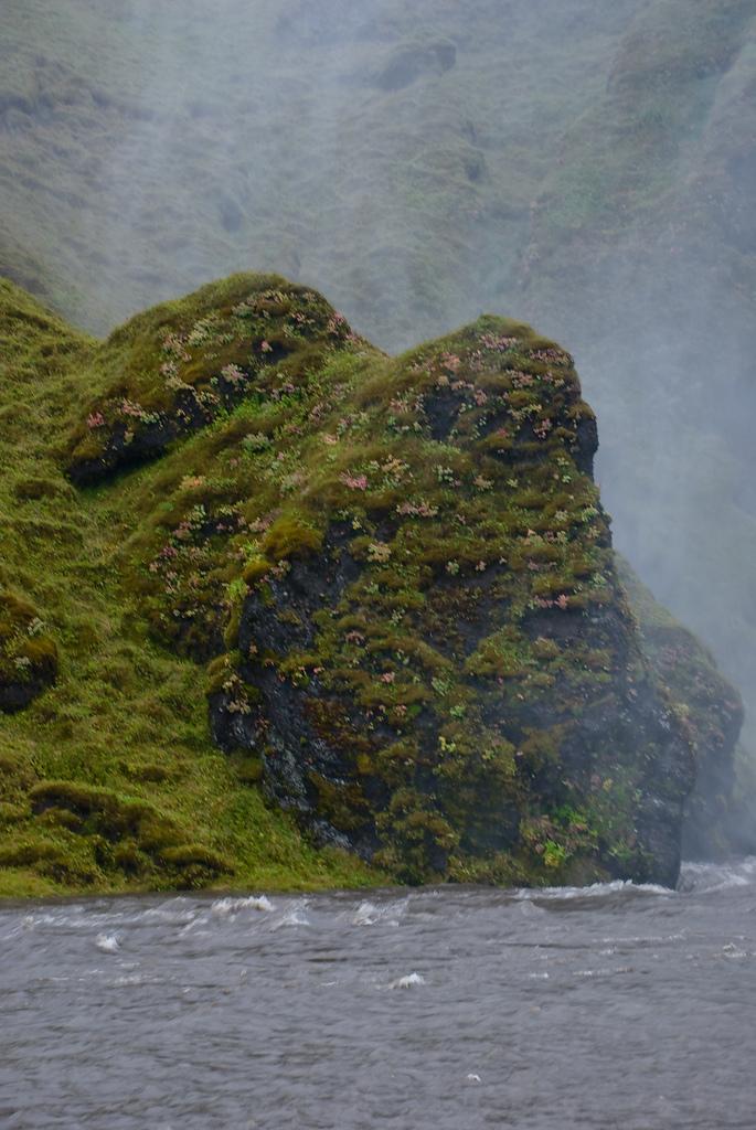 3995291556 ce64fd266a b Скогафосc самый знаменитый водопад Исландии