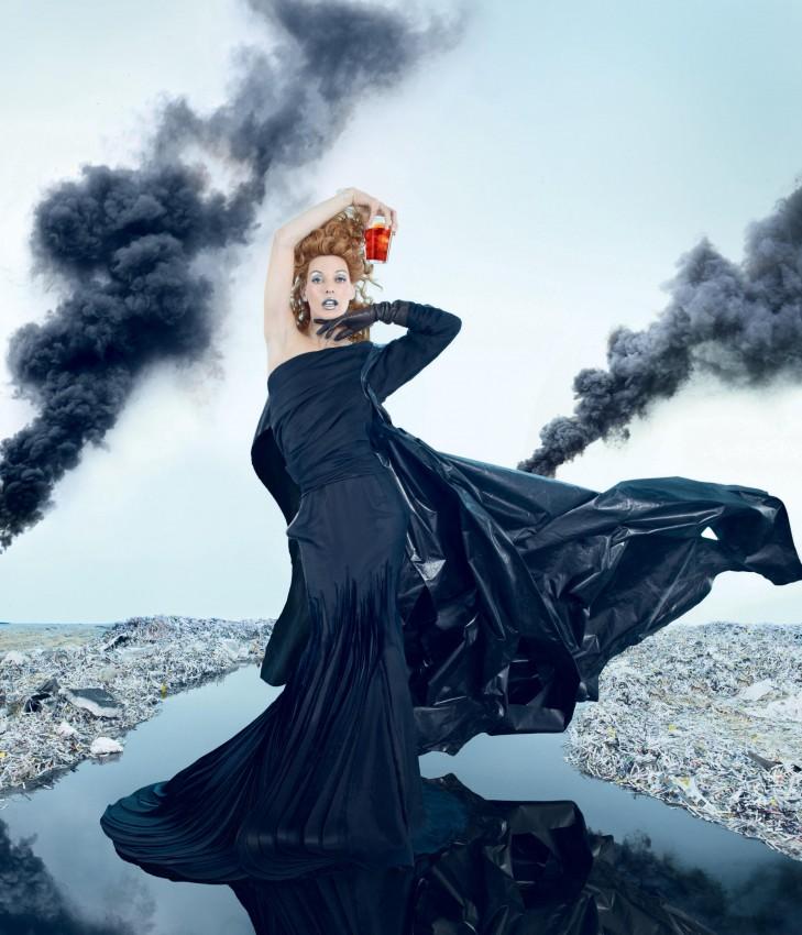 518 736 7 Milla Jovovich protagonizó para el calendario apocalíptico