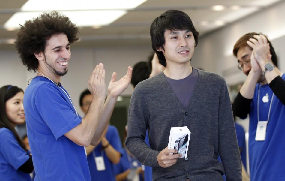 5280 Начались мировые продажи iPhone 4S