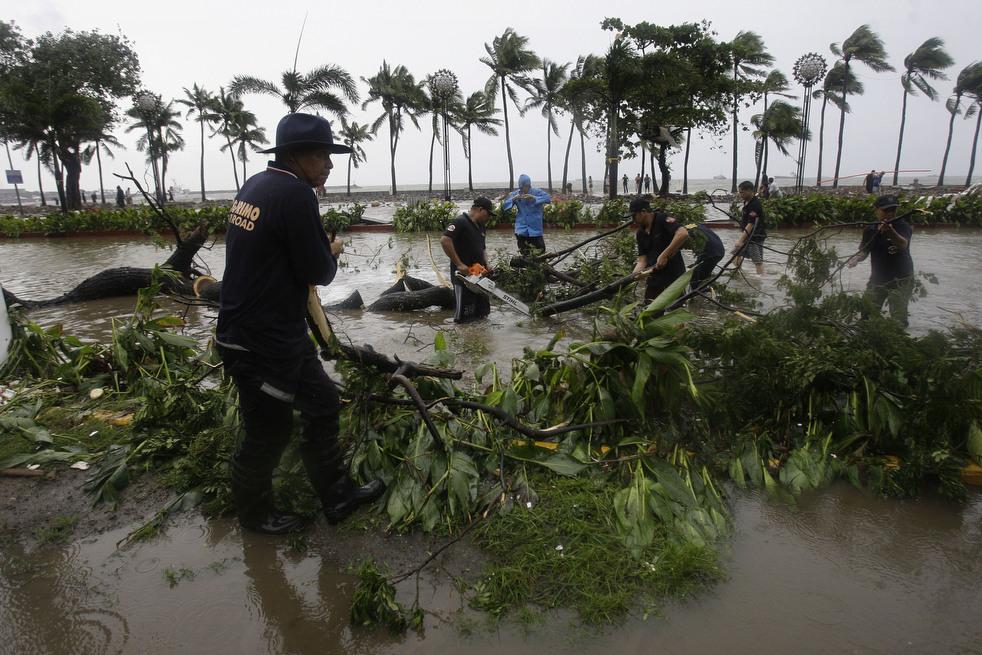 "Topan 63 ""Nesat"" di Filipina"