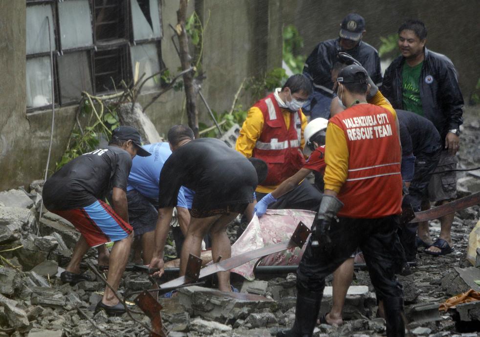 "Topan 73 ""Nesat"" di Filipina"