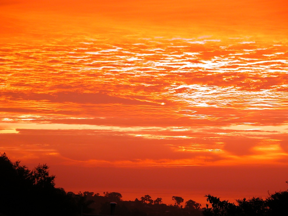 956 Matahari terbenam: Api di Langit