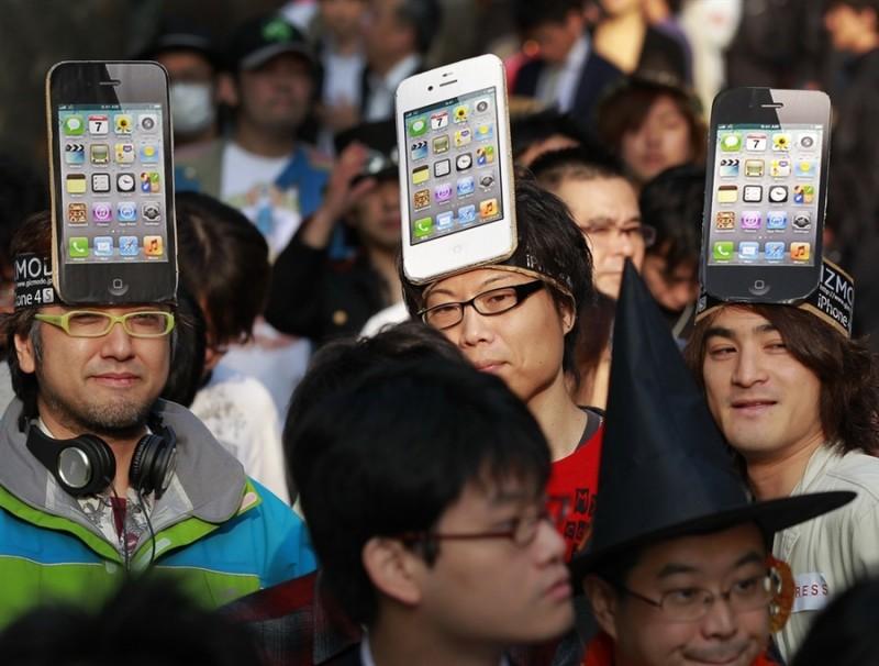 pb 111014 iphone jb 06.photoblog900 800x606 Начались мировые продажи iPhone 4S