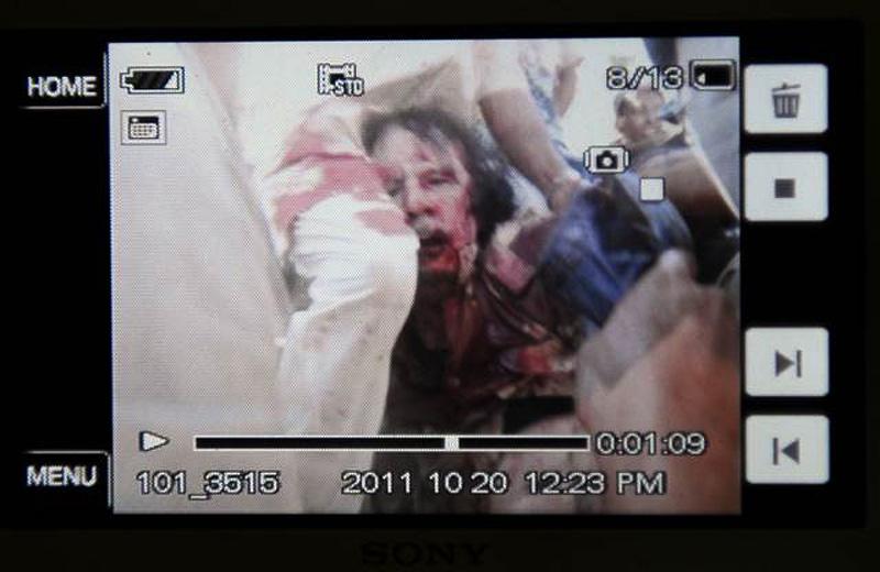 pb 111018 gadhafi cellphone 515a.grid 8x2 Муаммар Каддафи мертв
