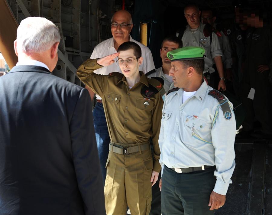 pb 111 018 Shalit Gilad Shalit jm.photoblog900 kembali ke rumah