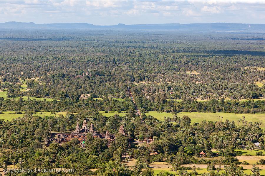 10 172 Angkor Wat dari helikopter