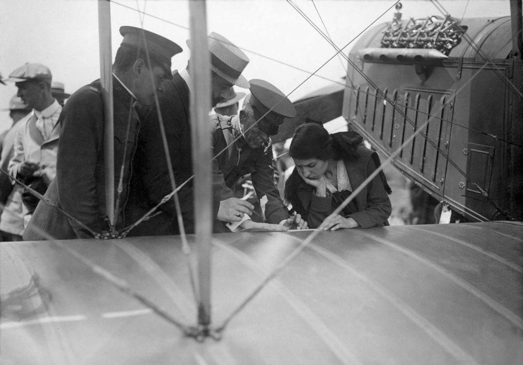 1085 Женщины пилоты прошлого