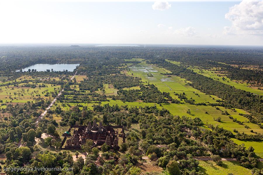 11 201 Angkor Wat dari helikopter