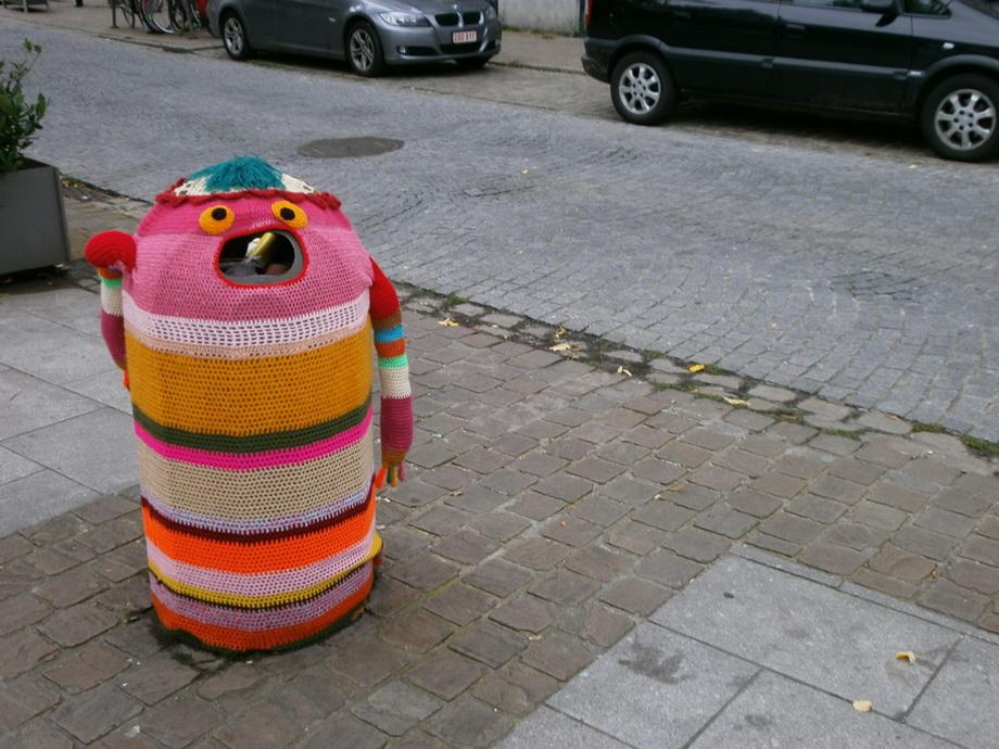 11206 Urban knitting   Шерстяной стритарт