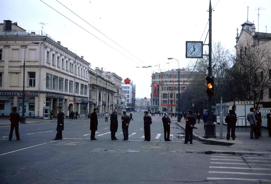 1189 Москва 1982 года: семнадцать мгновений весны