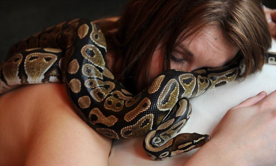 1269825907746 Массаж с помощью змей