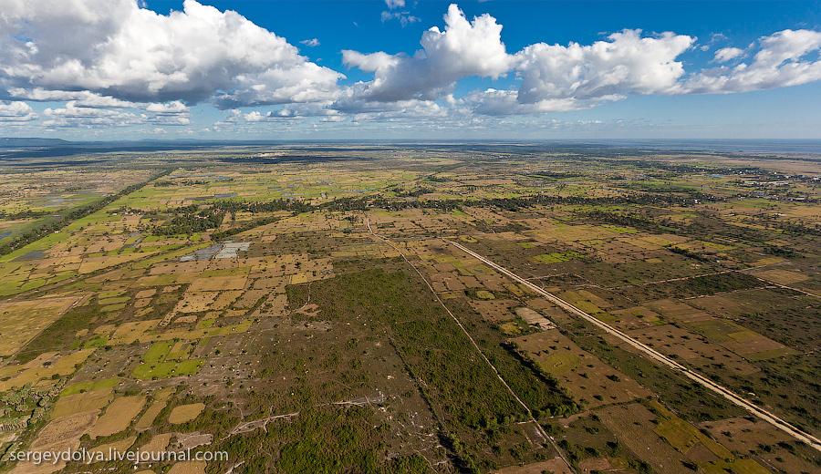 16 133 Angkor Wat dari helikopter