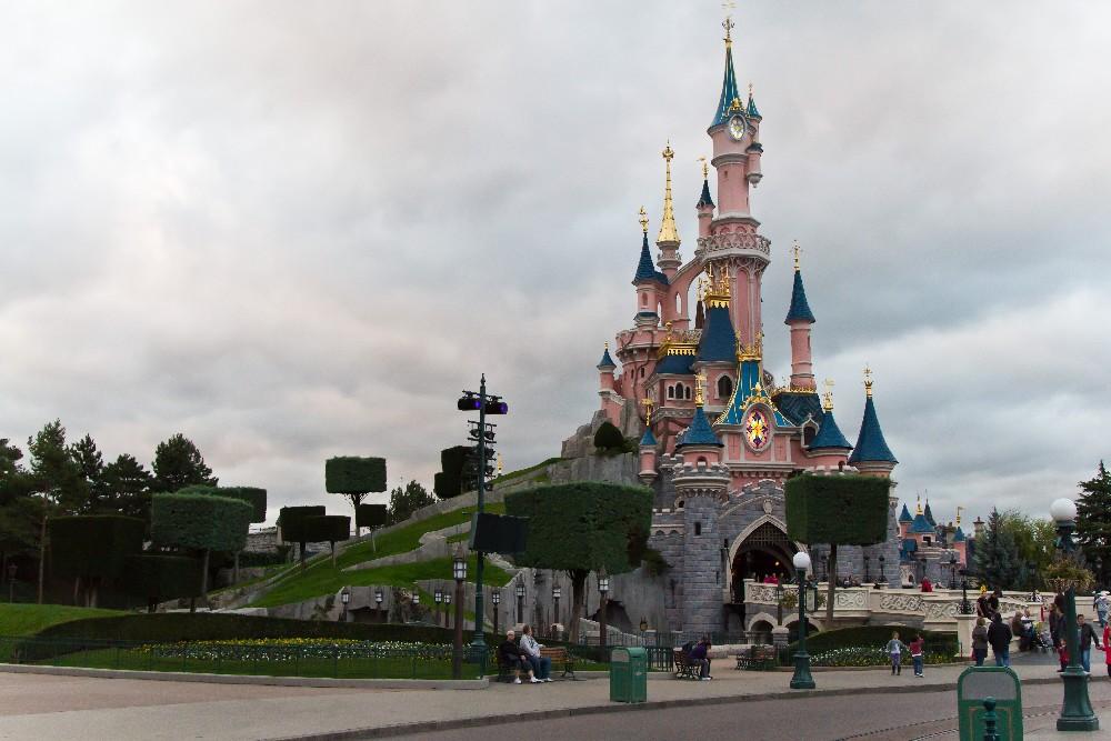 1766 Disneyland Paris: Парижский Диснейленд