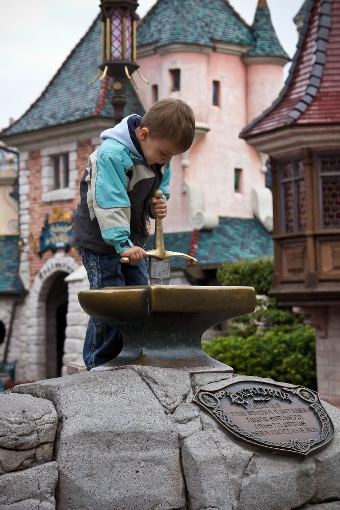 2048 Disneyland Paris: Парижский Диснейленд
