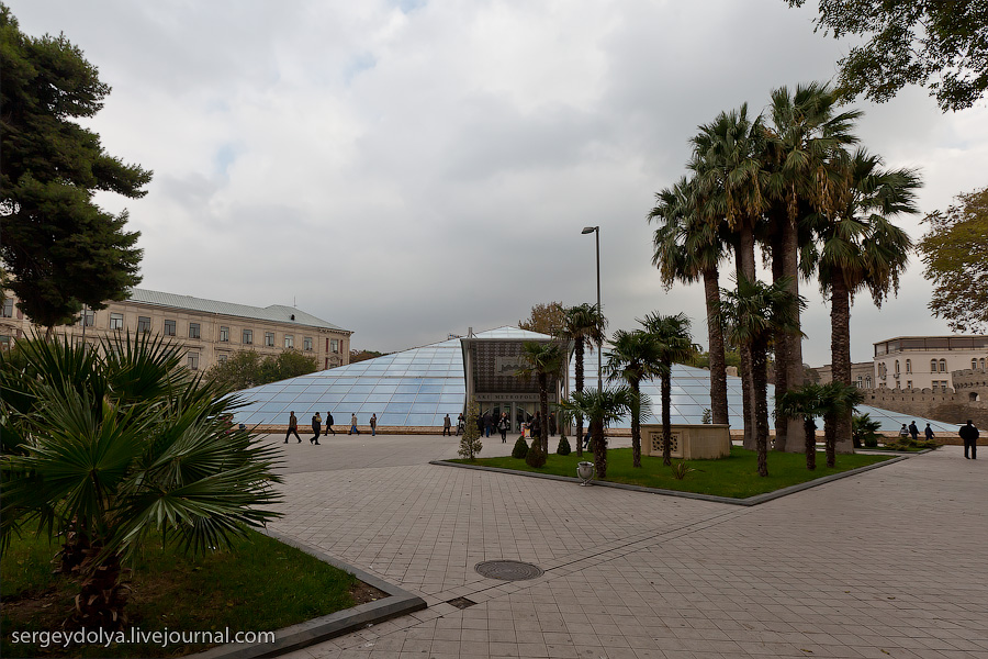 2069 Современный Баку