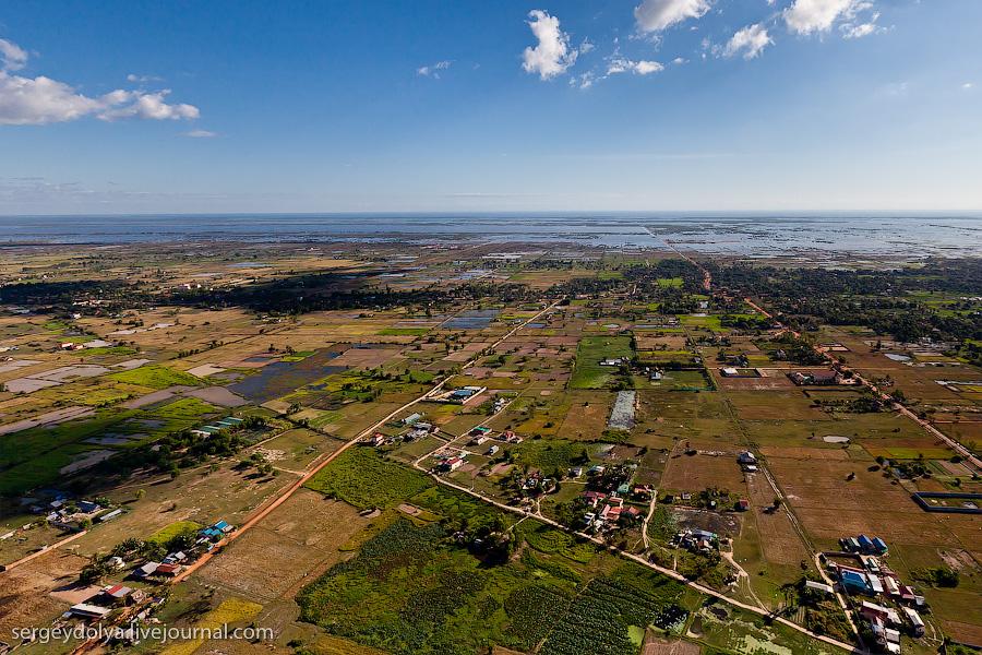 2096 Angkor Wat dari helikopter