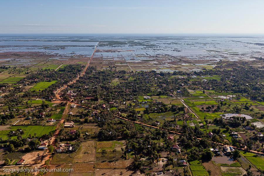 21 149 Angkor Wat dari helikopter