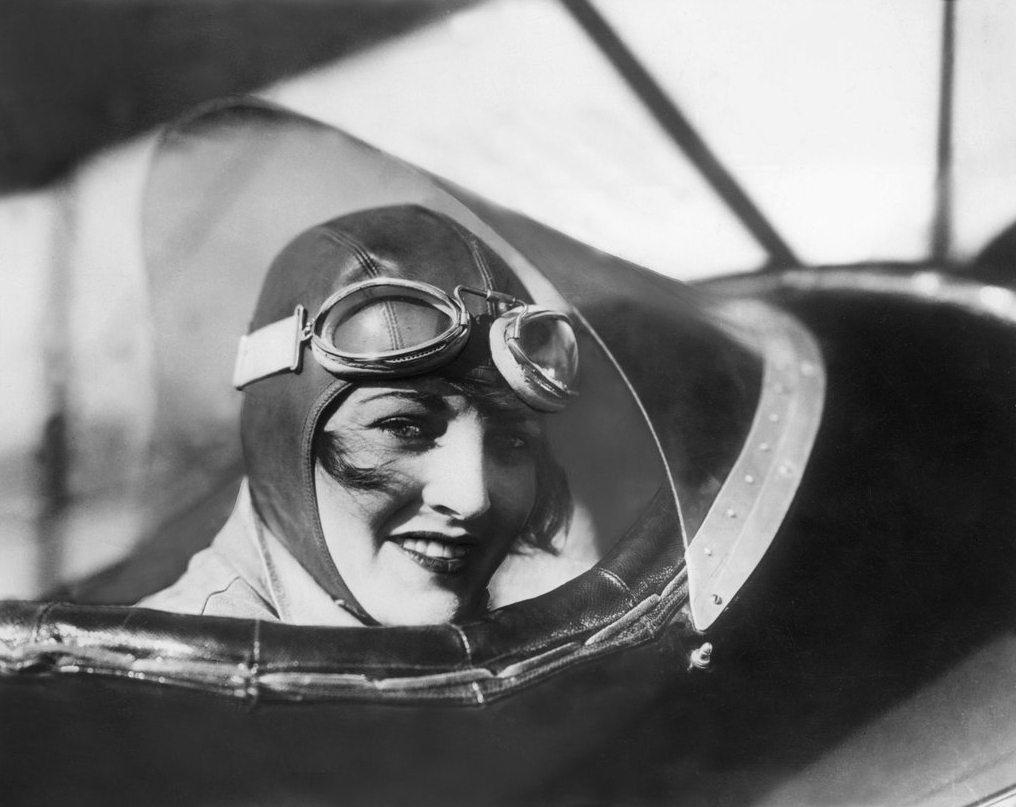 2200 Женщины пилоты прошлого