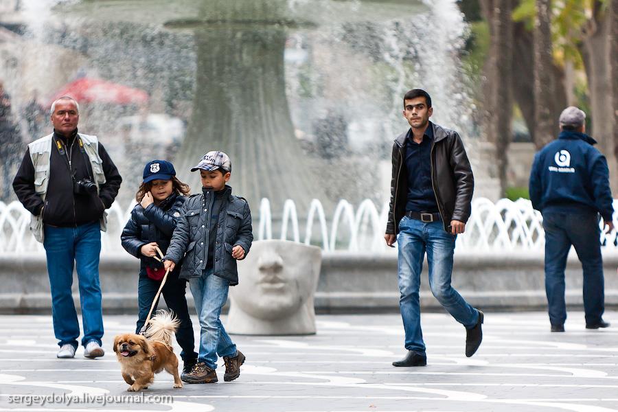 2297 Современный Баку