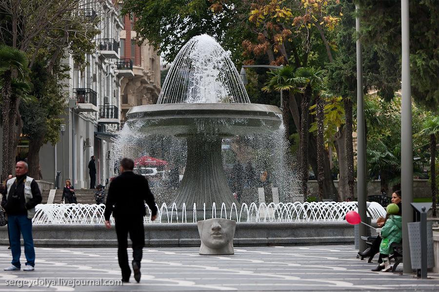 2359 Современный Баку