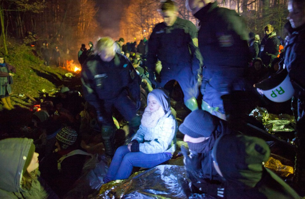 2569 990x647 Protes terhadap pengangkutan limbah nuklir