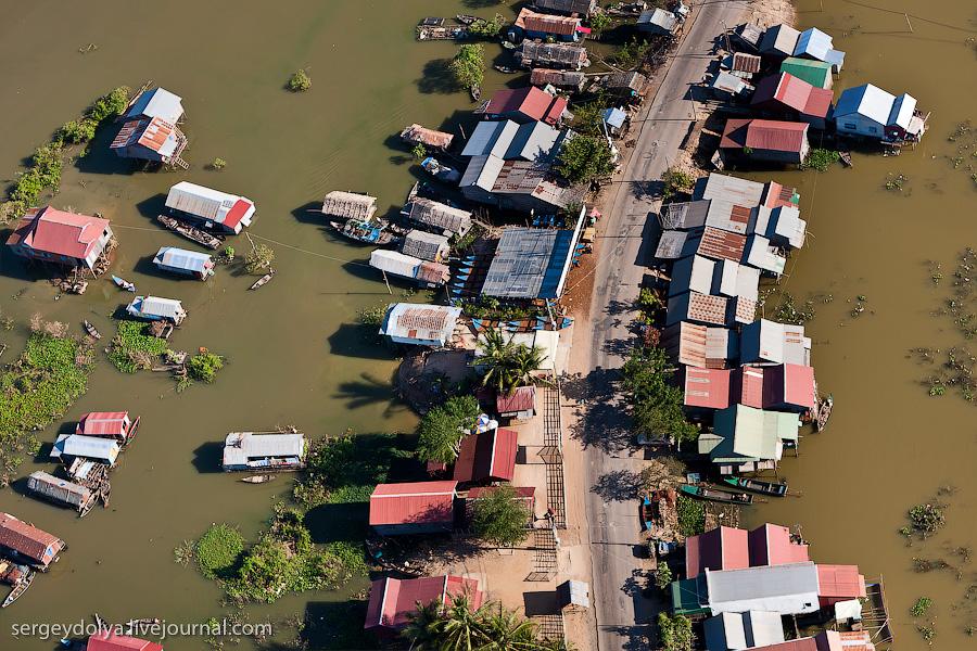 2767 Angkor Wat dari helikopter