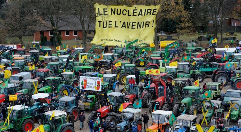 3354 990x545 Protes terhadap pengangkutan limbah nuklir