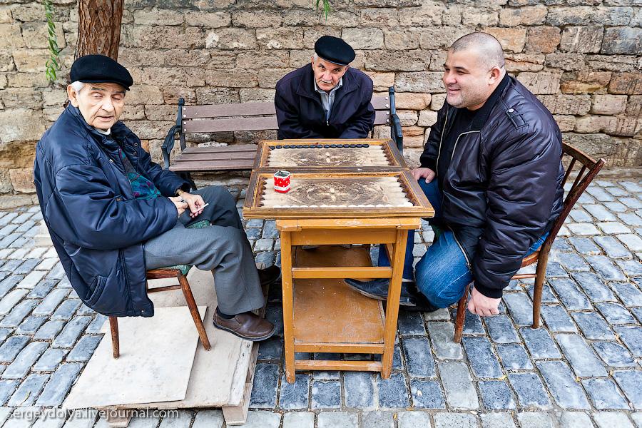 3831 Современный Баку