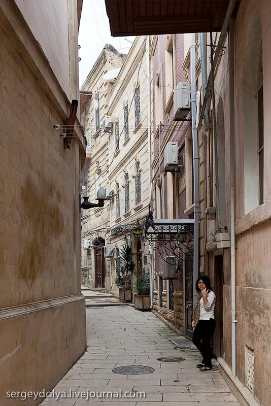 4027 Современный Баку