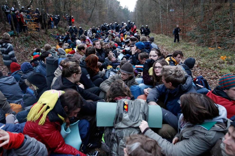 6209 990x659 Protes terhadap pengangkutan limbah nuklir
