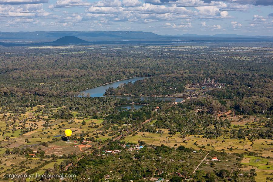 6222 Angkor Wat dari helikopter