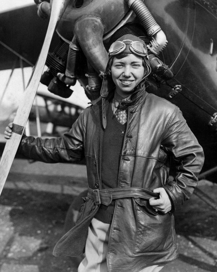 7120 Женщины пилоты прошлого