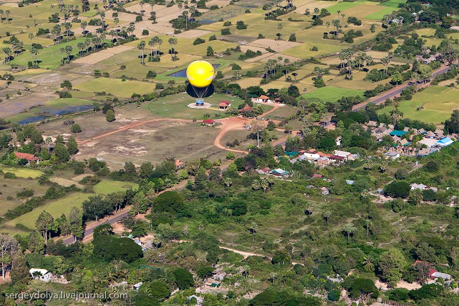 7216 Angkor Wat dari helikopter