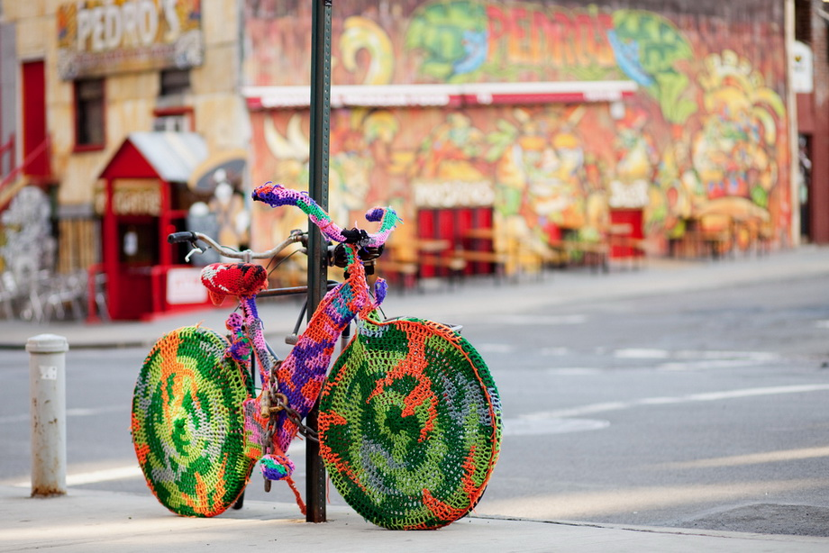 7222 Urban knitting   Шерстяной стритарт