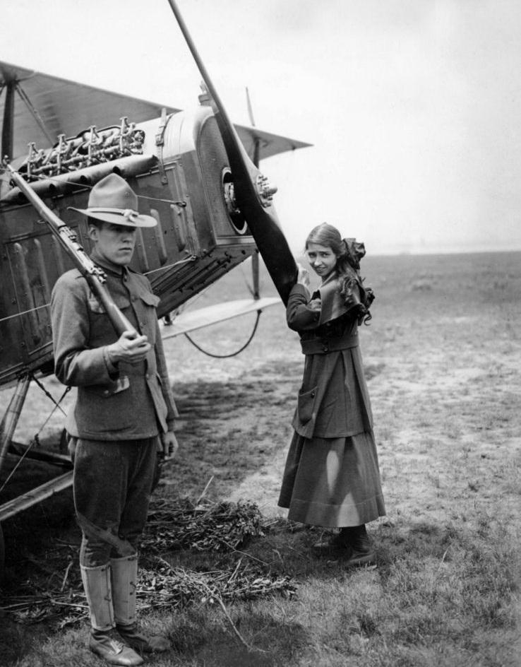8104 Женщины пилоты прошлого