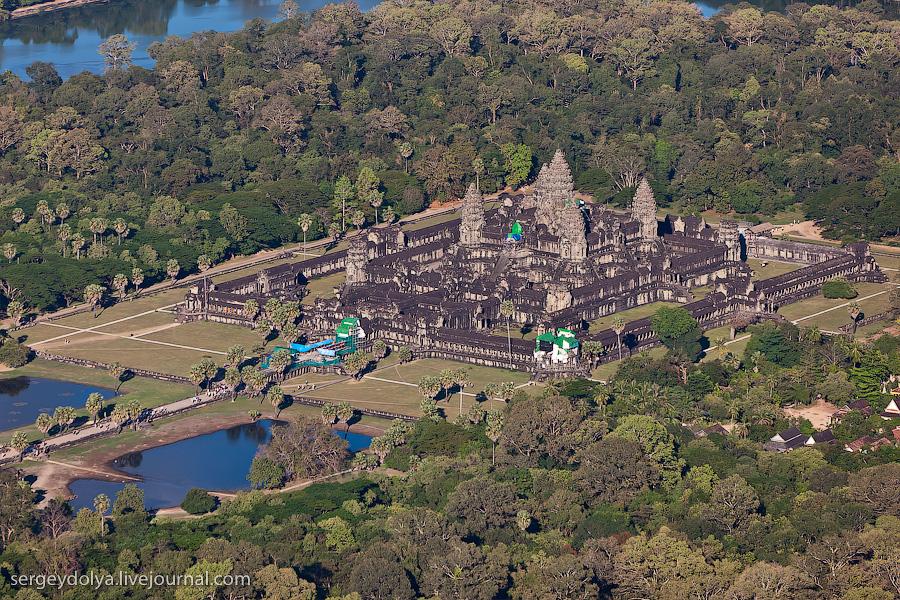 9181 Angkor Wat dari helikopter