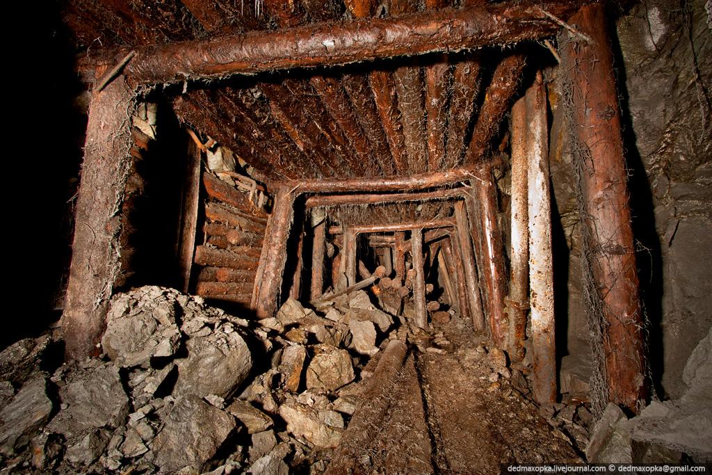 990 Ditinggalkan tambang bijih besi
