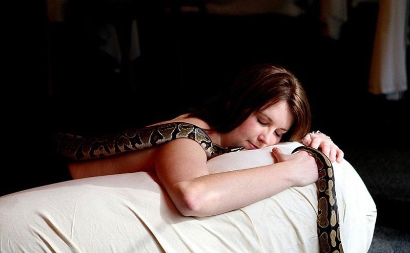 999 Массаж с помощью змей
