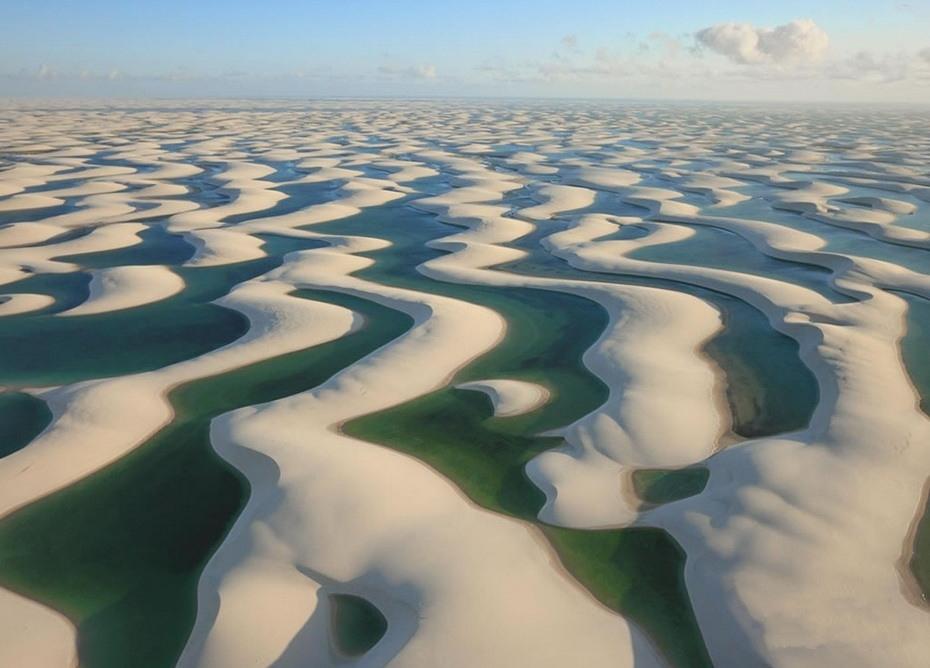 Fqc2q000 Простыни Мараньяна: Белые пески Lencois Maranhenses Бразилии