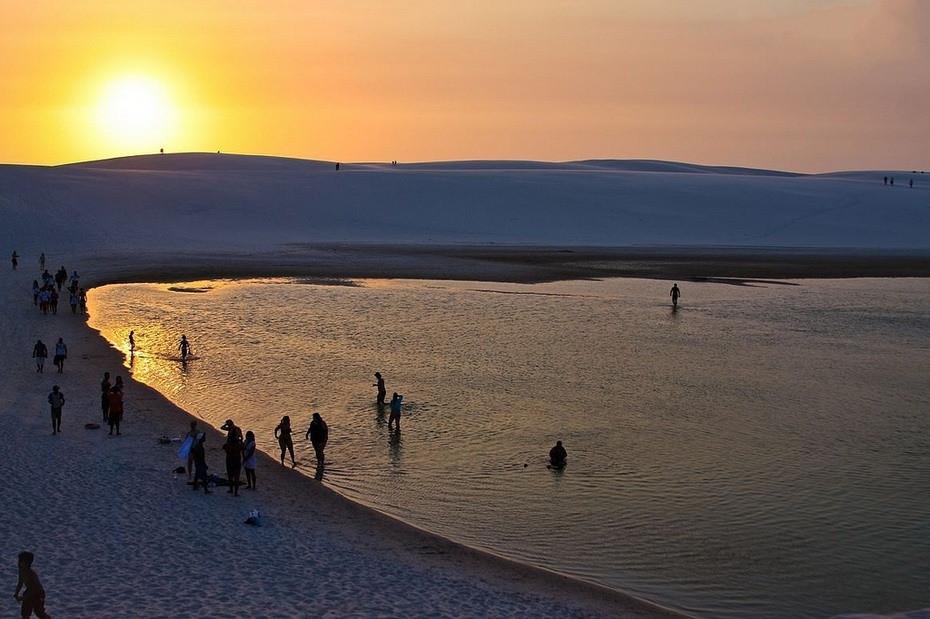 baGKS000 Простыни Мараньяна: Белые пески Lencois Maranhenses Бразилии