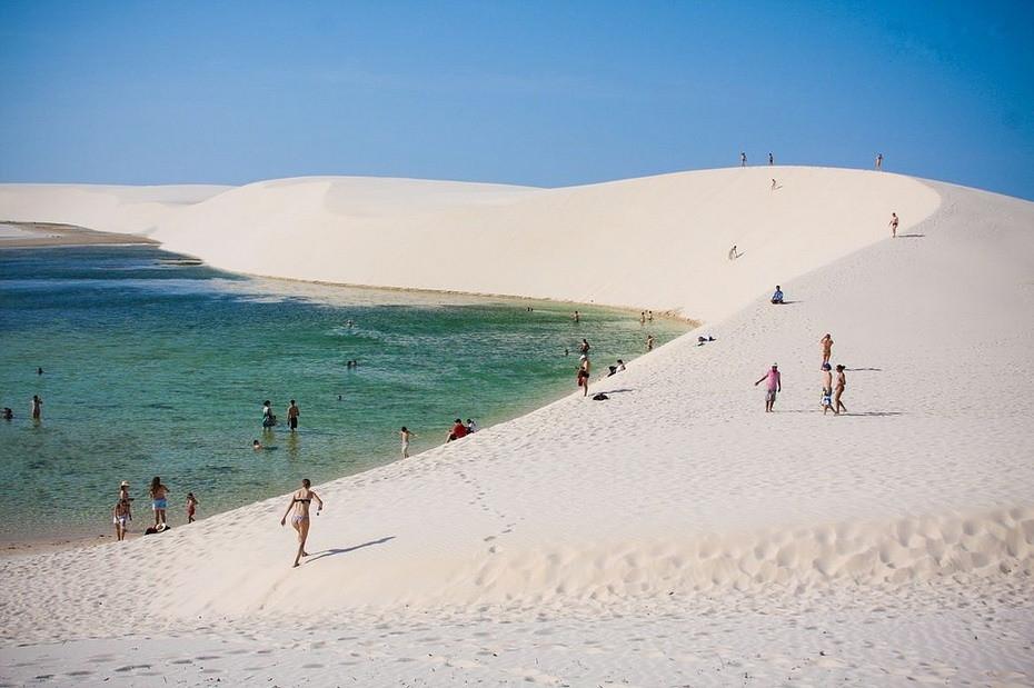 fC1Y0000 Простыни Мараньяна: Белые пески Lencois Maranhenses Бразилии
