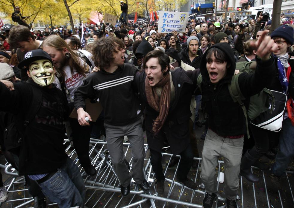"menempati ulang tahun 04 Penangkapan ""penyerbu Wall Street"" di seluruh dunia"