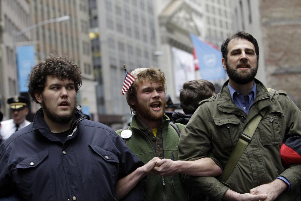 "menempati ulang tahun 05 Penangkapan ""penyerbu Wall Street"" di seluruh dunia"