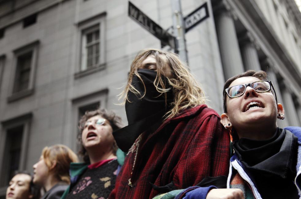 "menempati ulang tahun 06 Penangkapan ""penyerbu Wall Street"" di seluruh dunia"